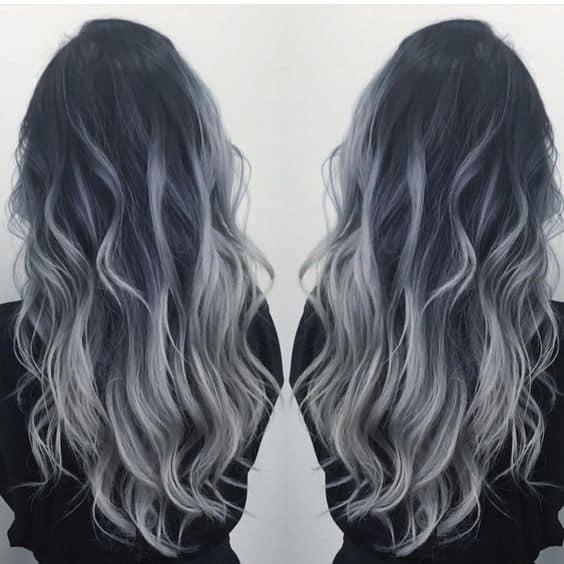 Color de pelo negro con mechas grises