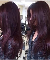 Pelo color uva oscuro