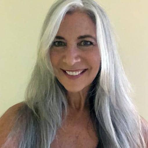 mujer-con-pelo-gris